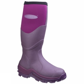 Muck Boot The Greta Field Boot from Muck Boots is another classic in the Muck line-up, the Muckmaster has served farmers and an array of outdoor workers for nearly a decade. With its tall rubber overlay, these rugged boots withstand sharp objects and are extremely warm, even standing in a wet field.