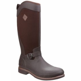 Muck Boot The Reign Tall Boot from Muck Boots is designed for woman, it offers a tall, slimming look that easily accommodates riding pants or jeans inside the boot. It features equestrian detailing like a stirrup friendly toe and heel spur finished off with a simple side buckle.