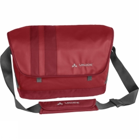 Vaude A superb line-up of features, a sleek design and ecologically in top form: three key properties that have been brought together in this one great bag, the Ayo L. The laptop compartment has enough room for a large 15-inch laptop, and numerous pockets plus clever details like a key chain or pen holder complete this elaborate, stylish package. The ecological parameters are also not to be underestimated: bluesign certified primary materials that are made with resource-conserving manufacturing meet stringent environmental standards for textiles. It