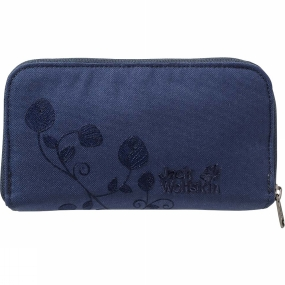 Jack Wolfskin Keeps tight hold of your finances! The Womens Casherella Wallet from Jack Wolfskin is a large clutch-bag-style wallet. There is even room for your passport in there. And for lots of credit cards and loyalty cards too. There is also a transparent pouch for your ID card or ticket. The wallet has an all-round zip so that you can see all the contents at a glance.