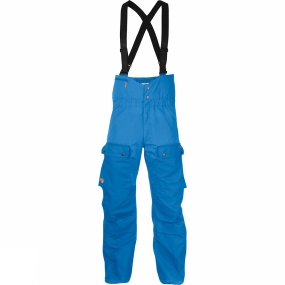 Fjallraven Functional shell trousers with a high waist and braces for maximum freedom of movement in the winter mountains. The Fjällräven Men