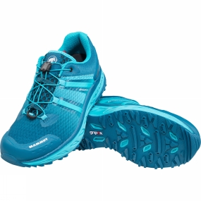 Mammut The winning shoe for long ultra-trails! The Womens MTR 201-II Max Low Shoe from Mammut is lightweight and has excellent cushioning. The wedge, which is made from a 22/28mm D3O EVA blend, cushions, supports and rebounds. It also provides prone and supine support as needed. This is achieved by using a stronger, more robust frame structure made from D3O, which features high rebound and softer EVA in the core with the integrated patented Rolling Concept. This competition shoe also has the aggressive gripex Sonar tech sole with integrated Sonar technology, Base Fit Advanced with improved efficiency, memo foam, VentTech and FeetMap, as well as the handy Advanced MTR Speed Lace System.